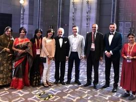 Hindistan'daki ilk genital estetik toplantısı olan RECOGYN Kongresinden bir kare. oldu. Bu toplantıya ABD'den Prof. Adam Ostrzensky ve ekibi ile Polonya'dan bir grup hekim katılmıştı. (2017)